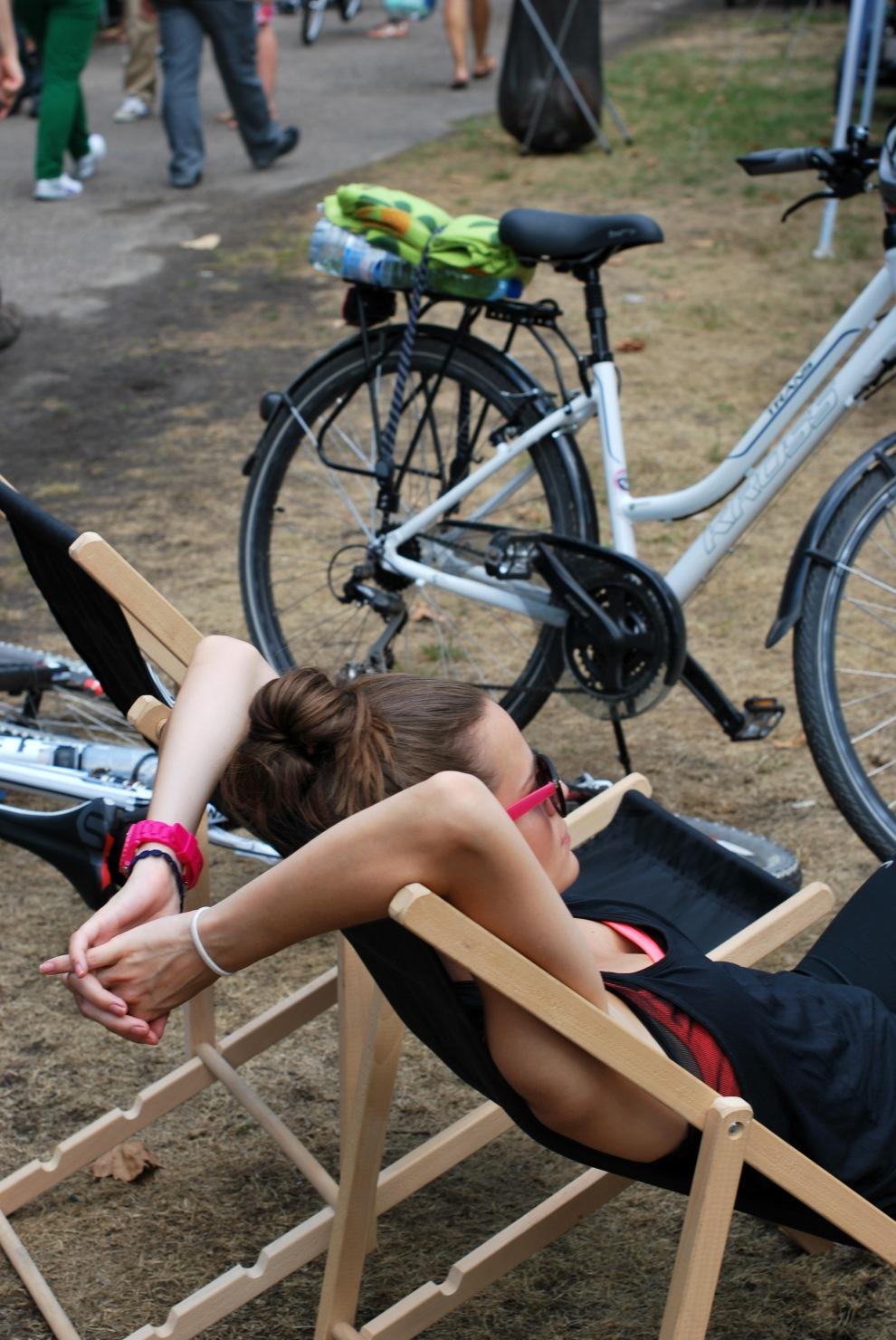die Warschauer wissen wie man relaxt - nicht nur auf dem Frühstücksmarkt sind Liegestühle sehr beliebt